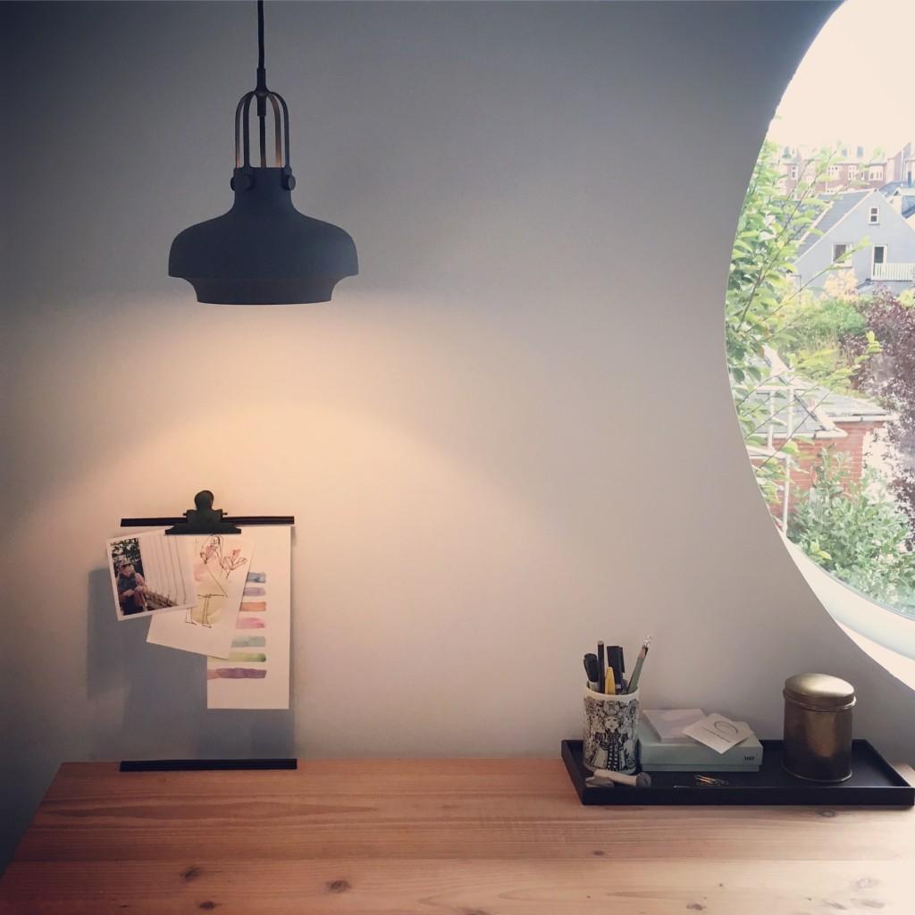 loftru,_rundvindue_skrivebord_arbejdsbord_andtradition