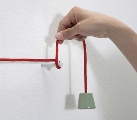 Dezeen_Towel-Hanger-by-Hioomi-Tahara-4