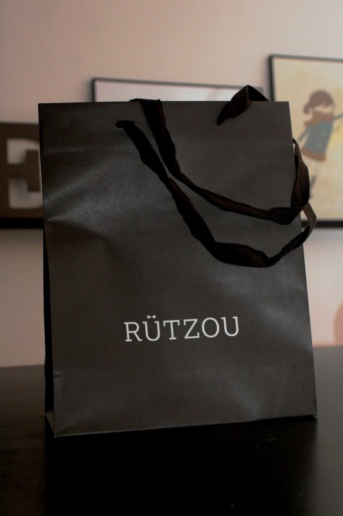 rutzou_papir_pose