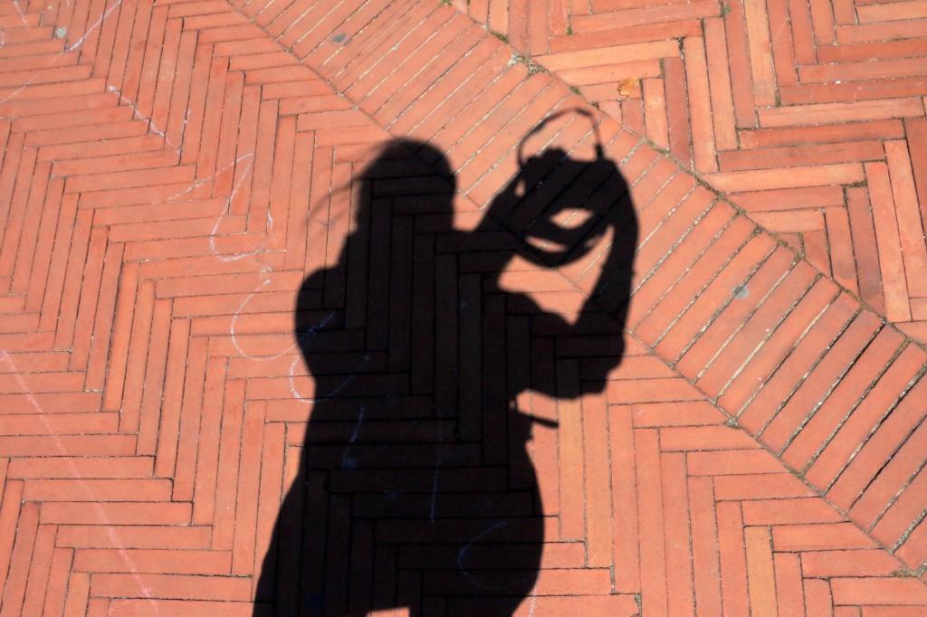 look_down_sten_genova_skygge