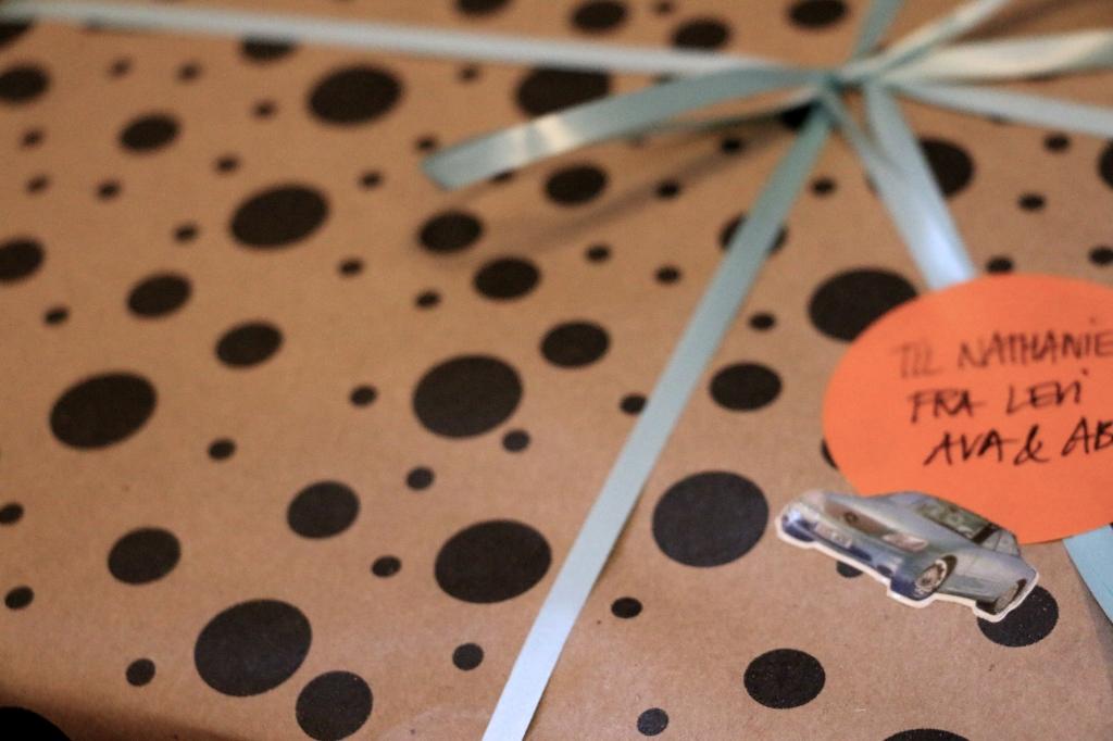 gaveindpakning_prikker_asos